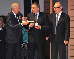 Sindaco Pisapia premia Fernando Burgo con l' Ambrogino